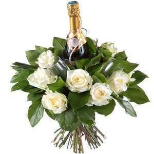 Livraison express même le samedi ! (*)(*) Si commande passée avant Vendredi midiL'heure est au romantisme et au luxe avec ce ravissant bouquet de roses avalanche ! Découvrez tout le charme de cette création qui cache à travers ses fleurs une bouteille de champagne et deux flûtes ! Pour un dîner en amoureux ou pour faire sensation avant un repas entre amis, n'hésitez pas...succès garanti ! Produit disponible seulement en France métropolitaine