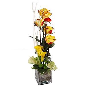 livraison de la composition florale composition en hauteur par florajet livraison italie. Black Bedroom Furniture Sets. Home Design Ideas