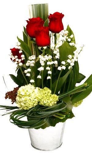 livraison de la composition florale gloria par florajet. Black Bedroom Furniture Sets. Home Design Ideas