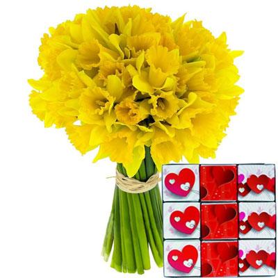 livraison de cadeau gourmand 20 jonquilles 9 napolitains par florajet livraison france. Black Bedroom Furniture Sets. Home Design Ideas