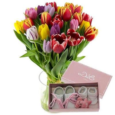 livraison de fleurs 15 tulipes coffret naissance rose livraison france express. Black Bedroom Furniture Sets. Home Design Ideas