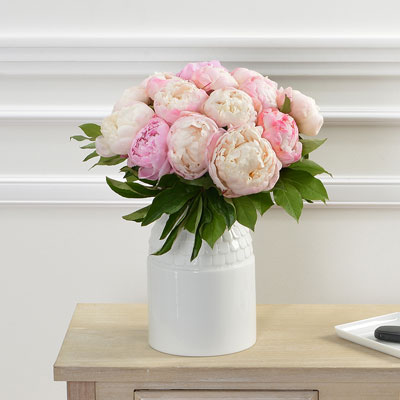 livraison du bouquet de fleurs anniversaire 15 pivoines par florajet livraison france. Black Bedroom Furniture Sets. Home Design Ideas