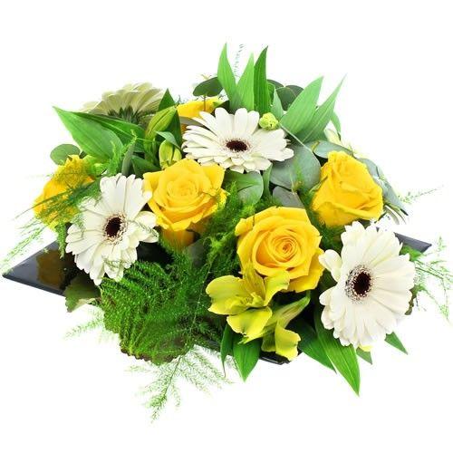 Livraison de la composition florale innocence par florajet for Livraison composition florale
